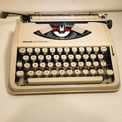 Olivetti LETTERA 82 - Portable Travel Writer's Typewriter With QWERTY Keyboard