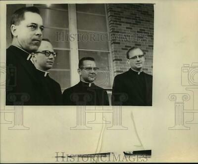 1968 Press Photo Four Religious Officials at Building - saa22702
