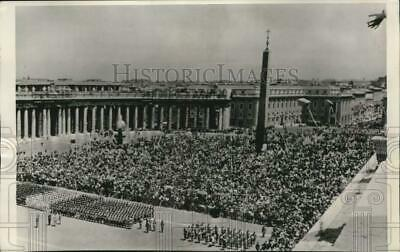1963 Press Photo Crowds in St. Peter's Square at Pope Paul's nomination, Vatican