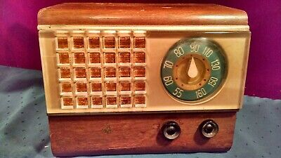 Vintage Emerson Model 504 Table Top Tube Radio Powers Up As-Is