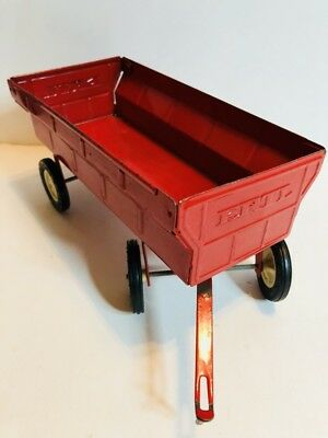 Vintage ERTL Red Farm Tractor Wagon Moving Tailgate Hay Equipment