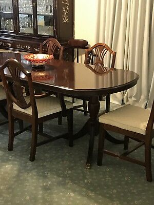 Antique  Heppelwhite Dining Suite table with six chairs mahogany colour