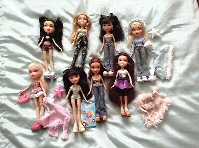 Bundle of Bratz Dolls in Good Condition