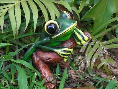 TREE FROG HANDCRAFTED AND HAND PAINTED UNIQUE DESIGN 12.5cm high - GIFT BOXED