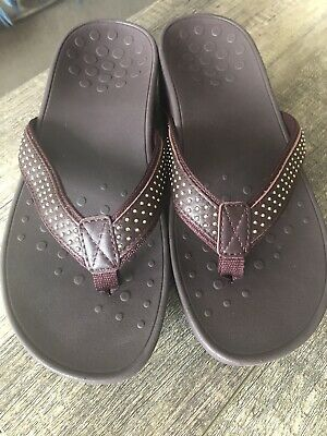 f81f8a6ff41b VIONIC Kehoe Women s Brown Studded Thong Wedge Flip Flop Sandals Size 10 NEW