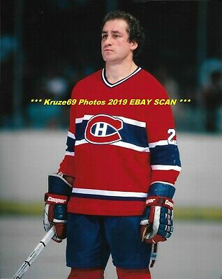outlet store 08171 f9f66 BOB GAINEY STANDS For ANTHEM 8x10 Photo MONTREAL CANADIENS HOF GREAT WoW