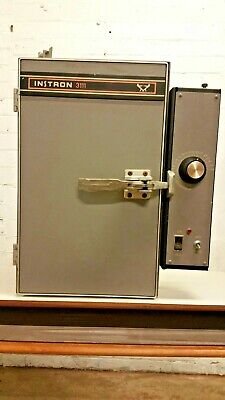 Instron 3111 Temperature Test Chamber Oven