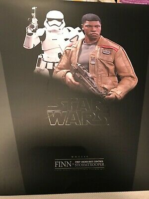 Hot Toys STAR WARS Finn and First Order Riot Control Stormtrooper Set