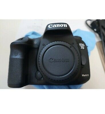 Canon EOS 7D Mark II 20.2MP LOW SHUTTER COUNT 556 ( Body Only) MINT CONDITION