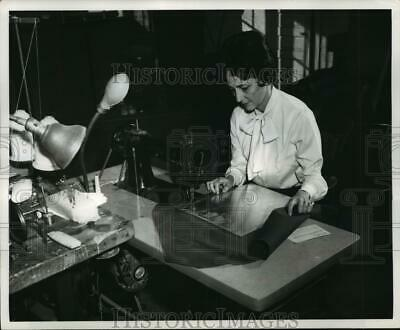 Press Photo Mrs. Parker sews canvas to aluminum used in making chaps, Florala