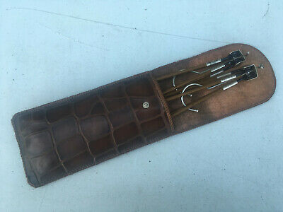 2 Vintage travel hangers in leather case lot E220219E
