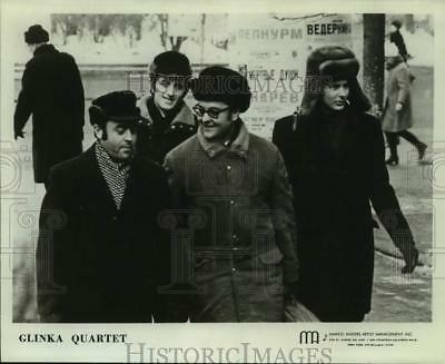 Press Photo Four Members of the band Glinka Quartet walking outside, Musicians