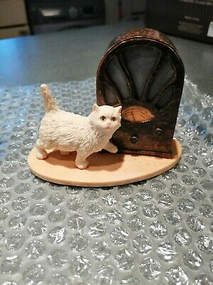Rare Border Fine Arts vintage collectible white cat Figurine by Ray Ayres.