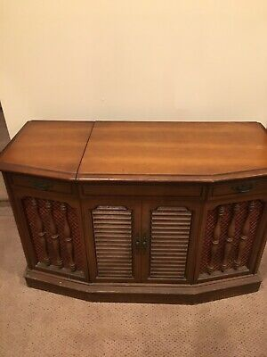 VINTAGE RCA STEREO console with record player and radio model # VPT 41L