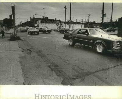 1981 Press Photo Traffic on one of Racine's most dangerous intersections