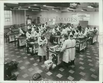 1987 Press Photo Service training center at Jacobsen Manufacturing, Racine, Wis.