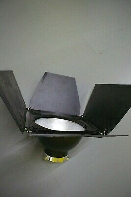 Bowens Maxilite Reflector BW-1887 with Barn Doors and Gel Holder BW-2363