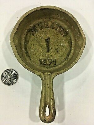* ViNTAGE * MiNiATURE CAST iRON SKiLLET * SALESMAN SAMPLE ? * TOY ? * MARKED *