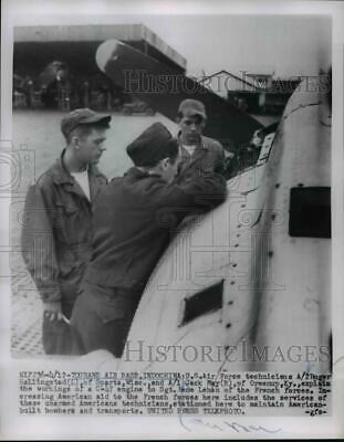 1954 Press Photo US Air Force Technicians Show C-47 Engine to French Sergeant