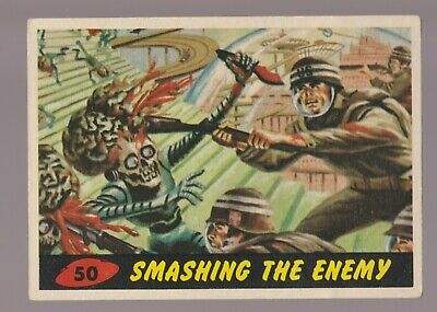 1962 MARS ATTACKS Topps/Bubbles Trading Card #50 Smashing the Enemy 3.0