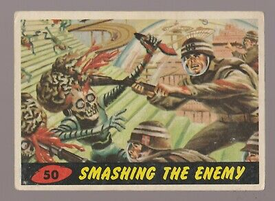 1962 MARS ATTACKS Topps/Bubbles Trading Card #50 Smashing the Enemy 3.5