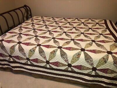 "Pretty Endless Chain Pattern Vintage Quilt~84""x90"""