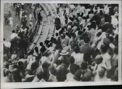 1950 Press Photo Malaga Spain crowds run from escaped bull at the fights