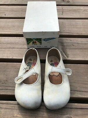 pair of vintage white childrens  shoes . start rite ! with original box
