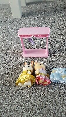 Sylvanian families dressing up friends