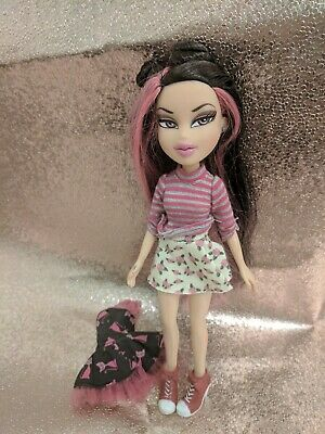 Bratz Boutique Jade (2012) VERY GOOD Condition Two Outfits