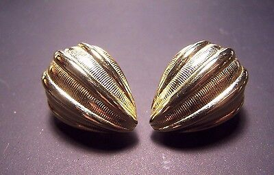 Vtg Signed Monet Clip-On Seedpod Earrings Goldtone Collectible Costume Jewelry