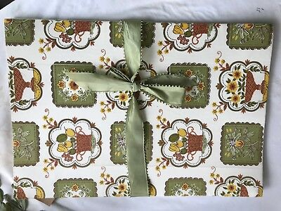 vintage linen press / vintage fabric satin ribbon hand made fresh / linen keeper