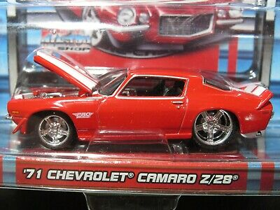 Red/White 1971 71 Chevrolet Camaro Z/28 2006 Pro Rodz Maisto 1/64 Diecast Car