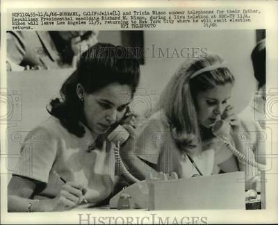 1968 Press Photo Julie and Tricia Nixon answer telephones for their father