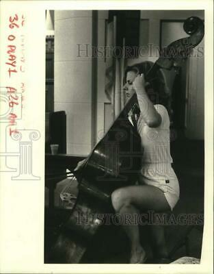 1985 Press Photo Betsy Huston of the Jefferson Chamber Orchestra-Rehearsing