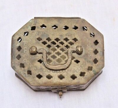 1900's-Unique-Brass-Old-Rare-Hand-Crafted-Net-Cutting-Pan-Betel-Box-BR-31