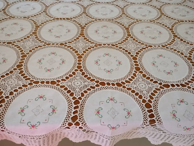 Vintage Tablecloth Repeat Embroidered Doilies Joined With Delicate Crochet Lace