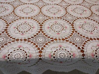 Vintage Tablecloth Embroidered Doilies Joined With White Crochet Lace 172x 130cm