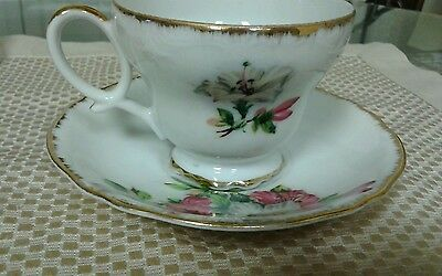 Porcelan Footed Teacup & Saucer Set, Pink & White Floral Pattern - Unmarked