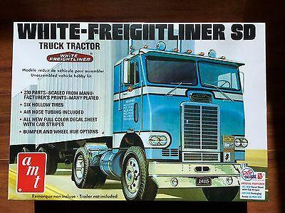 Amt 1/25 White / Freightliner Cabover Single Drive Truck Model Kit # 1004 F/s