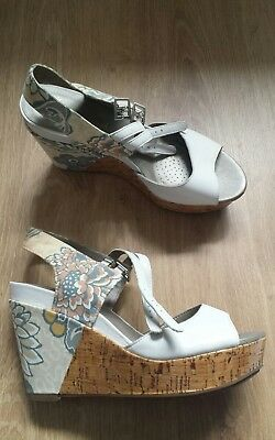 7d89bc7f318 Women s Clarks Softwear wedge shoes sandals white color size 5 worn once