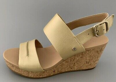 9466640308a UGG AUSTRALIA WOMEN'S Elena Metallic II Wedge Sandal, Soft Gold ...