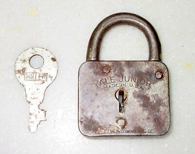 Vintage Collectible Old Rare Yale Junior Small Iron Padlock With Key Made In USA