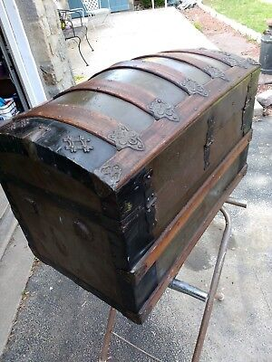 Antique  BOW TOP OAK TRUNK W/ ORNATE TRIM ~  GIRLS HOPE CHEST  very nice