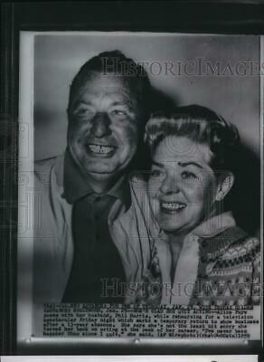 1959 Press Photo Alice Faye poses with husband Phil Harris in Hollywood.