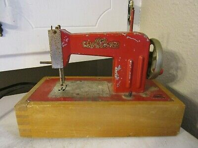 Vintage   Germany US Zone PINK Metal KAYanEE SEW MASTER Toy Sewing Machine