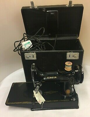 "Vintage~ ""Singer Featherweight""~ 221K Sewing Machine with Case (D8)"