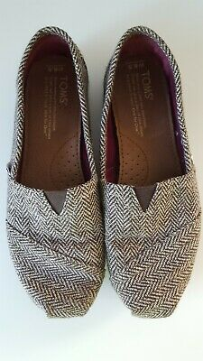2bc2f798d00 TOMS Women s Classic Canvas Shoes US Size 6.5 Brown Gold Metallic LOOK ...