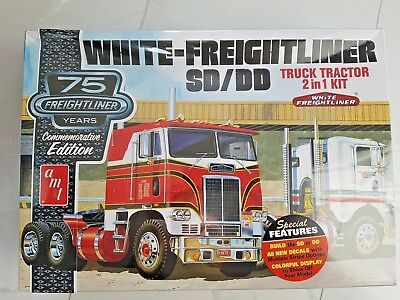 Amt 1/25  White - Freightliner Cabover Sd/dd Truck 2 In 1 Model Kit 1046 F/s