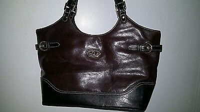 4deb0ab4cf383 La Diva Two Tone Italian Leather Handbag with Classic Details Pre-owned -   35.00